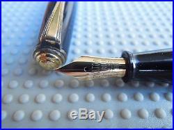 Beautiful Vintage Black Chilton Fountain Pen