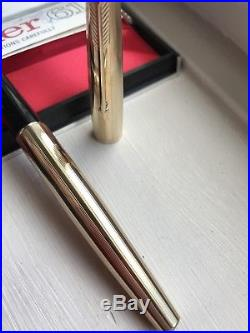 VINTAGE 1970'S Parker 61 Fountain Pen Gold Insignia Custom MINTY