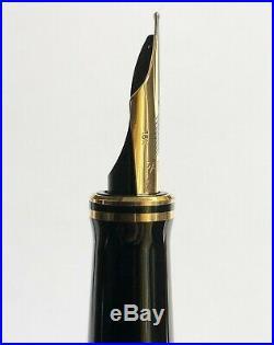 Vintage Parker Duofold Centennial Black Fountain Pen