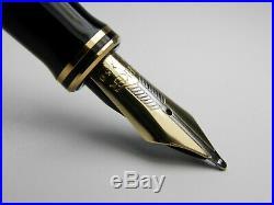 Vintage Parker Duofold Centennial Fountain Pen-Pearl Navy Blue-18K-1990s